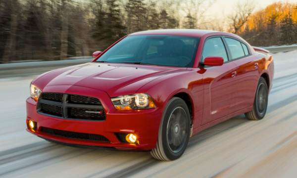 2013 Dodge Charger AWD Sport vs. Audi RS6 Avant Plus