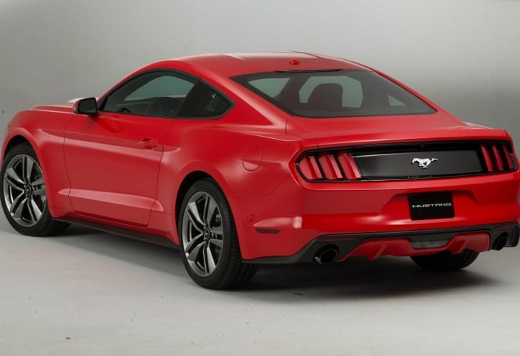 2015 Ford Mustang reflects Corvette C7 Stingray focus