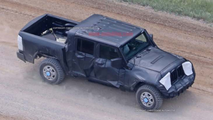 2018 Jeep Wrangler pickup design lacks cohesion