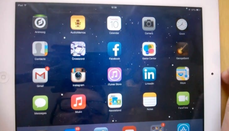 Apple iPad 2 with iOS 7