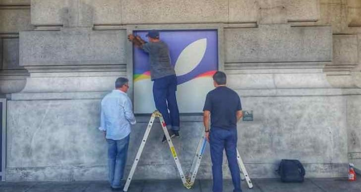 Apple keynote September 2015 preparation with logos