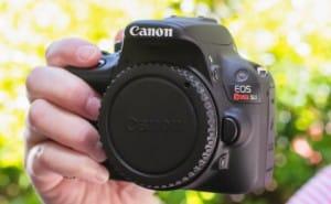 Canon EOS Rebel SL1 bundle with attractive price
