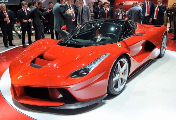Ferrari LaFerrari vs. McLaren P1 technical specifications