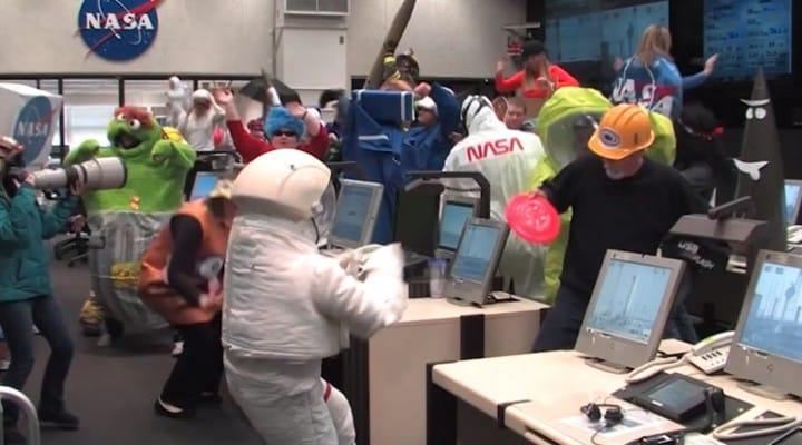 Harlem Shake NASA tops airplane YouTube video