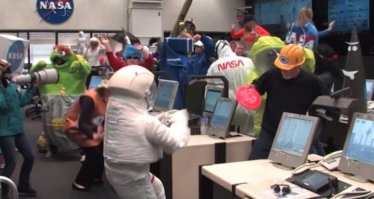 Harlem Shake NASA tops airplane YouTube video