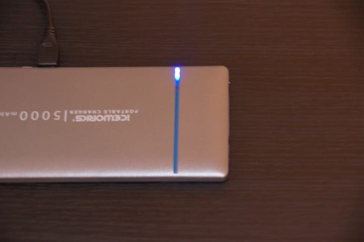 iceworks-power-bank-bluelight