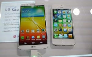 LG G2 and iPhone 5 side-by-side