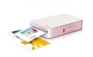 LG Pocket Photo mobile printer given review