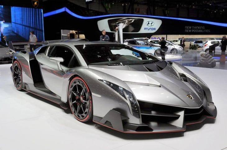 Lamborghini Veneno vs. 280 mph Bugatti Veyron – Extreme ...