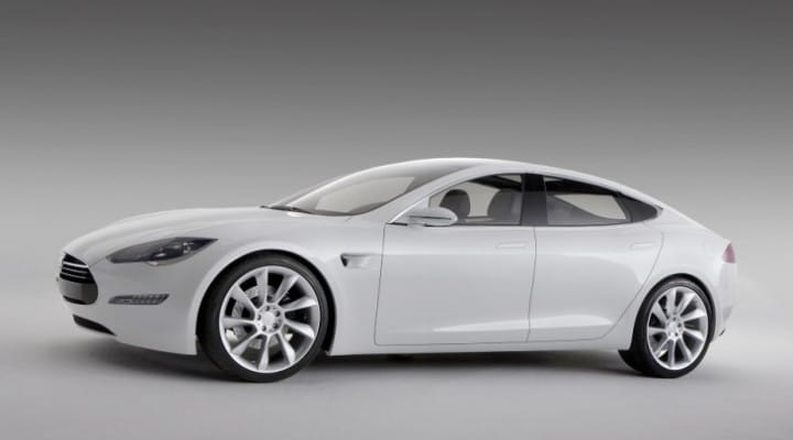 Latest Tesla Model S car reviews entice opinion