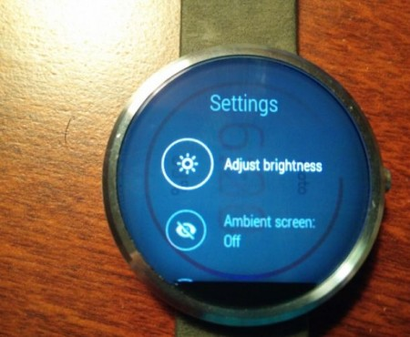 Moto 360 display glitch reminiscent of Plasma burn