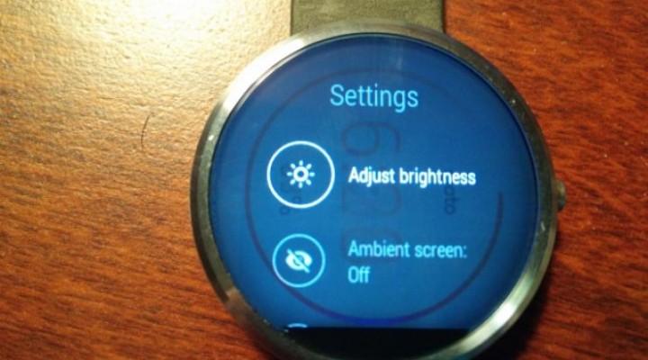 Moto 360 display glitch reminiscent of Plasma burn