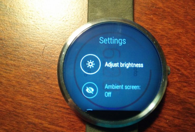 Moto 360 display issue reminiscent of Plasma burn