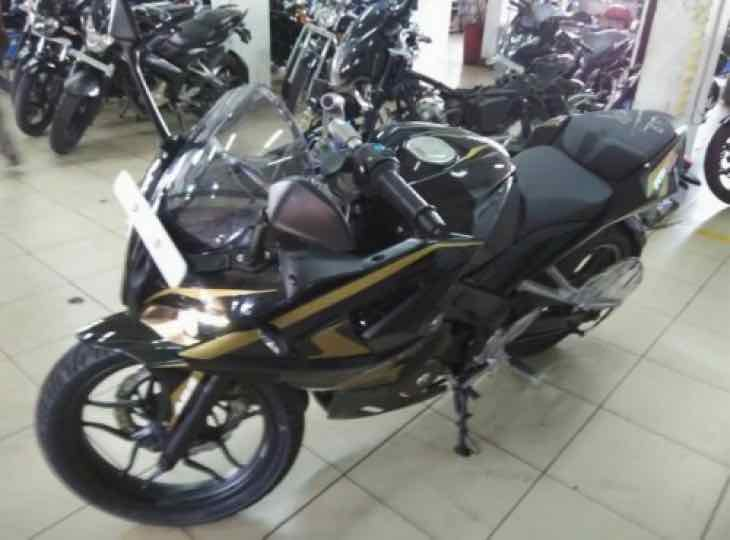 New Bajaj Pulsar RS200 colors