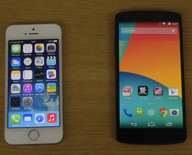 Nexus-5-Android-4.4-KitKat-vs-iPhone-5S