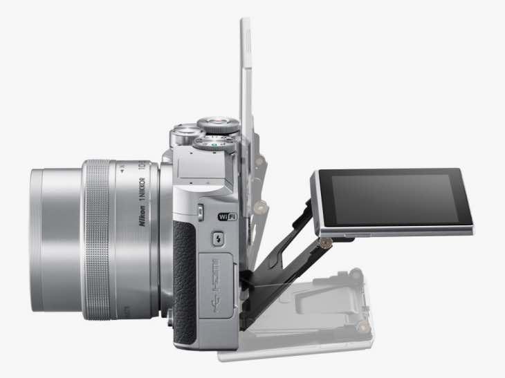 Nikon 1 J5 size and controls