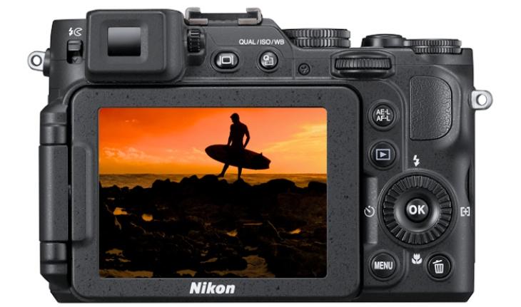 Nikon COOLPIX P7800 display and controls