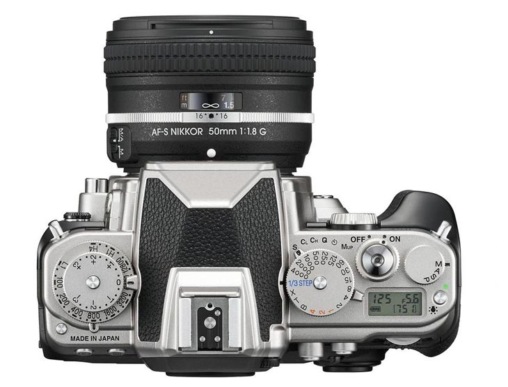 Nikon-Df-D-SLR-birds-eye-view
