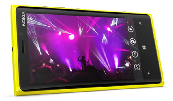 Nokia Lumia 920 decided by OS says review