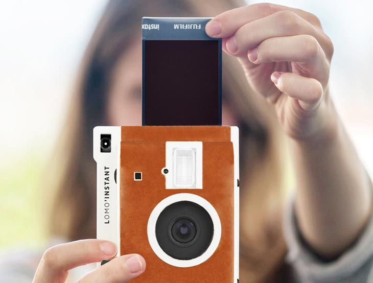 Polaroid-camera-reborn-with-Lomography-instant
