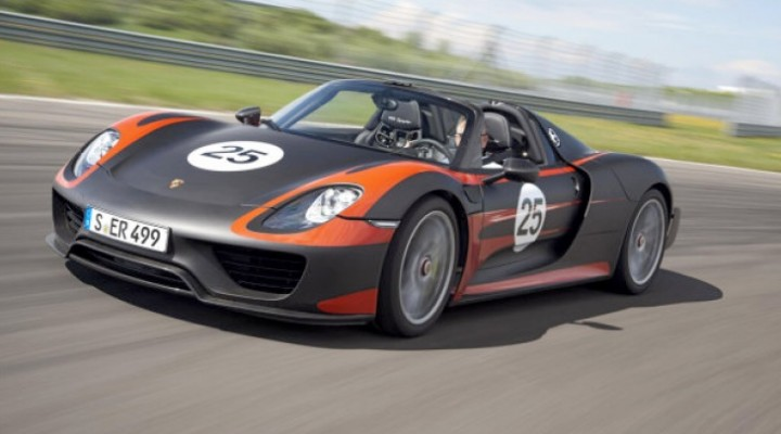Porsche 918 Spyder production eye candy and specs