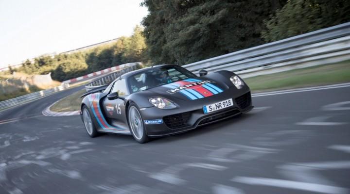 Porsche 918 Spyder vs. McLaren P1 performance quarrel