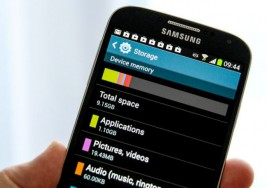 Samsung Galaxy S4 with Android 4.2 visualized