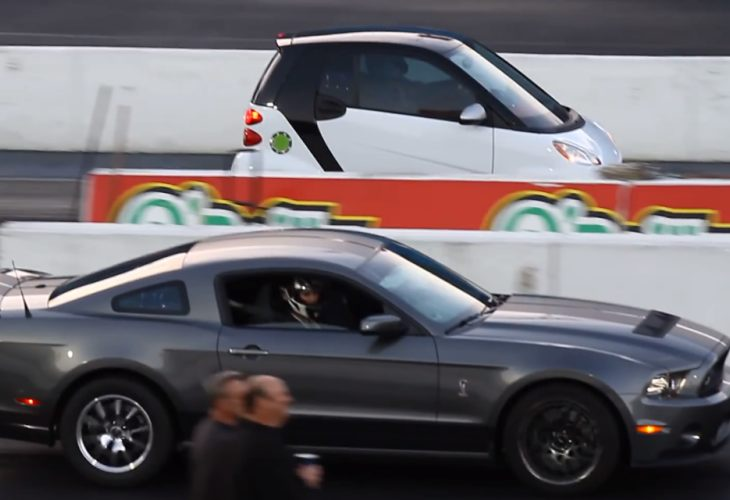 Smart ForTwo vs. Ford Mustang in unlikely drag