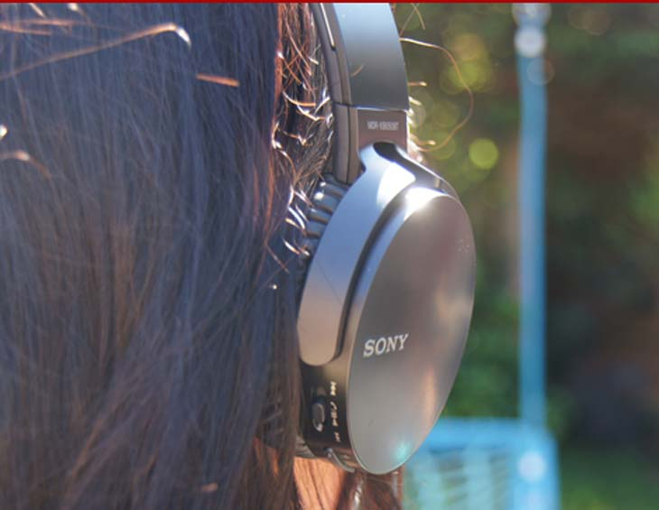 Sony-EXTRA-BASS-XB650BT-headphones-on