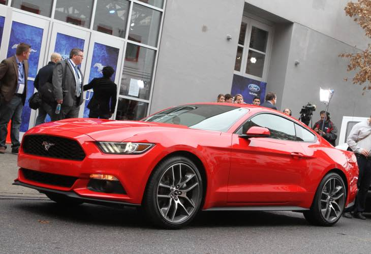 UK Ford Mustang vs. USA