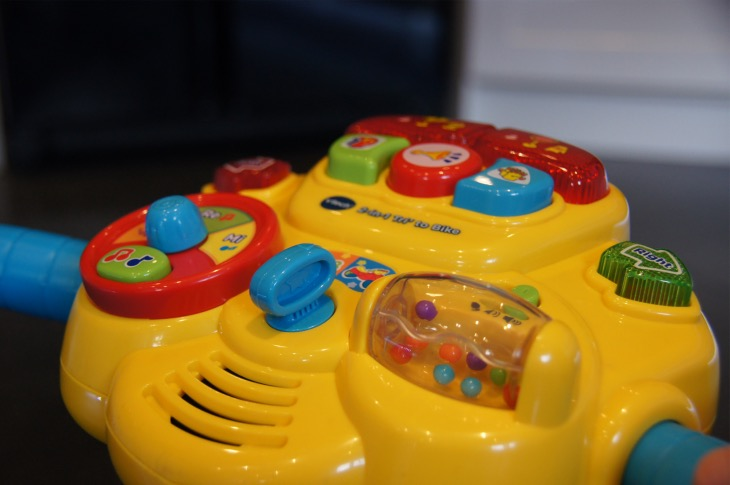 vtech-2-in-1-display-right-side