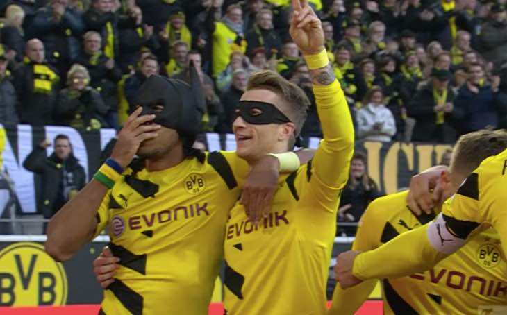 aubameyang-batman-celebration-in-fifa-16