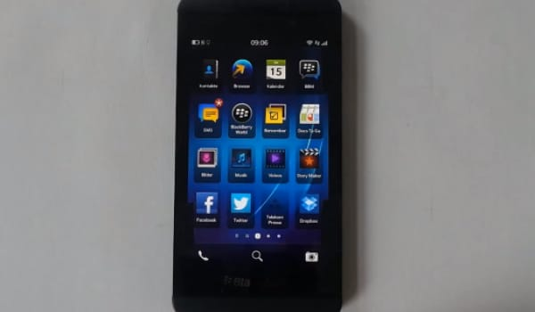 BlackBerry Z10 gets intimate on video