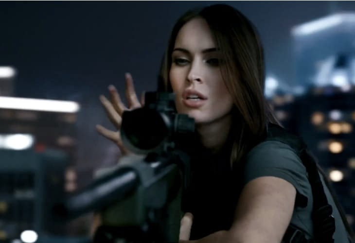 call-of-duty-megan-fox-xbox-logo