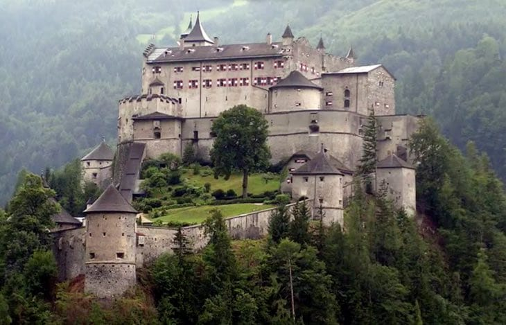 der-eisendrachen-castle-real-life