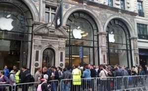 iPhone 6 queue on release date or pre-order