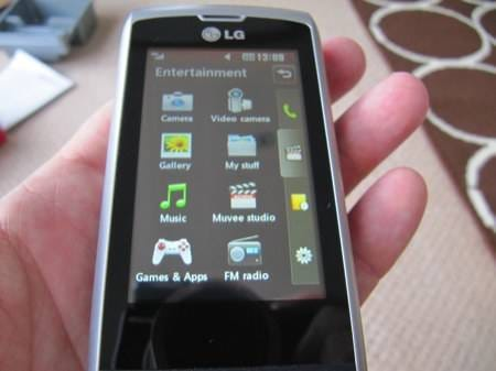 lg-gw520-qwerty-and-touch-handset-19