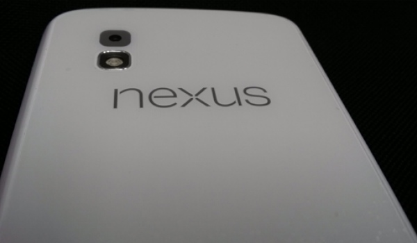 nexus-4-white-picture-2013