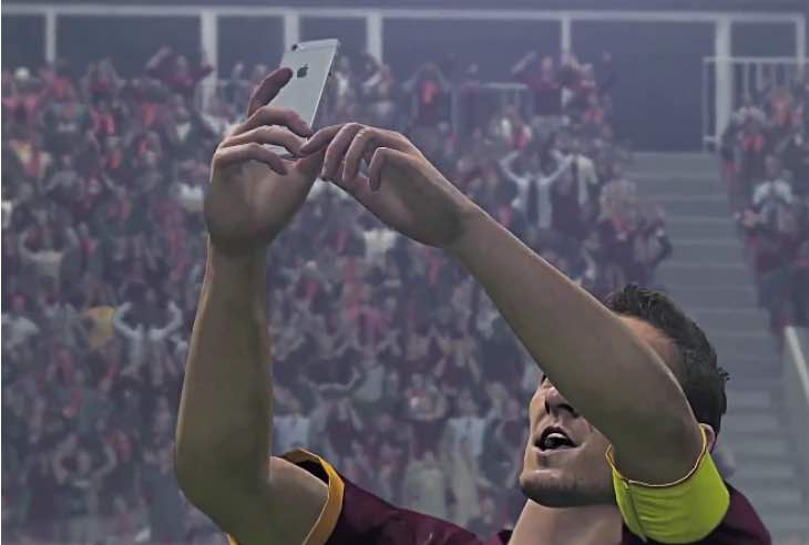 pes-2016-totti-selfie-celebration