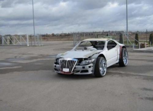Just your regular looking scrap car..