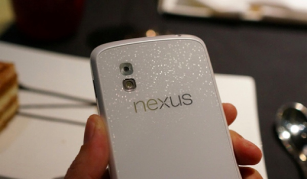 More White Nexus 4 photos show beauty