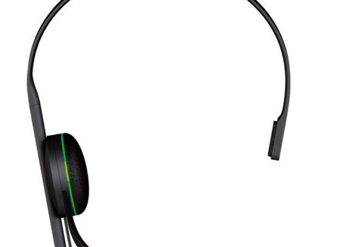 Xbox One headset vs PS4 in-ear out of the box